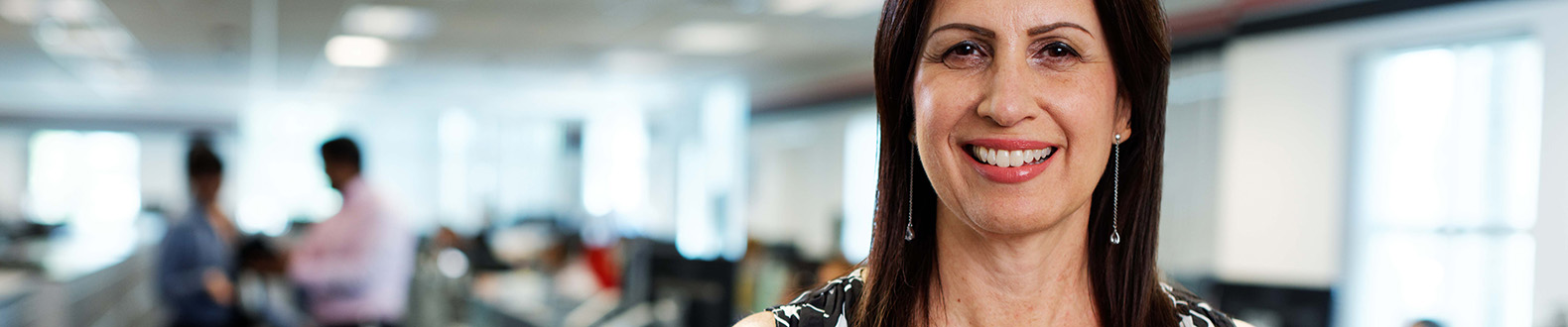 DB_Schenker_M12_Professional-White-Collar-Female_Office-data