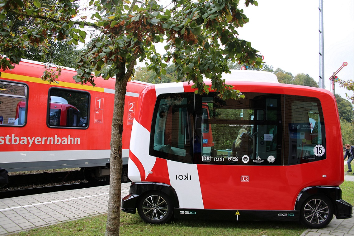 In Bavarian spa Bad Birnbach, passengers can now board the autonomous bus directly from the train.