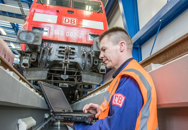 Constantly gathered condition data enables flexible, condition-based maintenance of freight train locomotives