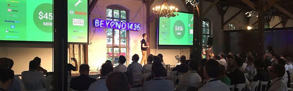 XapiX-Mitgründer Christian Umbach präsentiert sein Produkt: einen Werkzeugkasten für Entwickler zur vereinfachten Datenbündelung