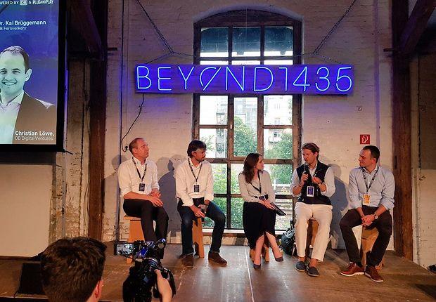Investoren, u.a. von der DB, diskutieren über die Förderung von Start-ups