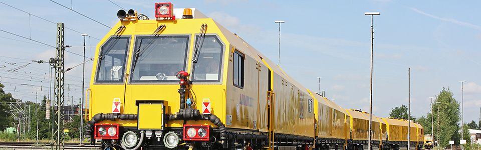 """Hochleistungs-Schienenschleifzug """"Eagle"""" der DB Netz AG"""