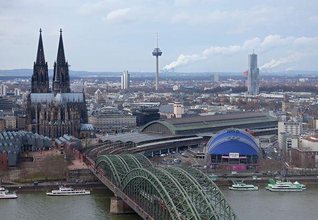 Die Verkehrsreichste: Hohenzollernbrücke in Köln