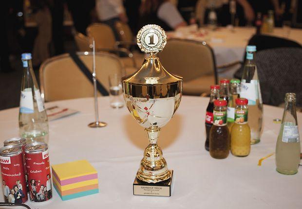 Der Preis: eine Reise nach Berlin - und ein goldener Pokal