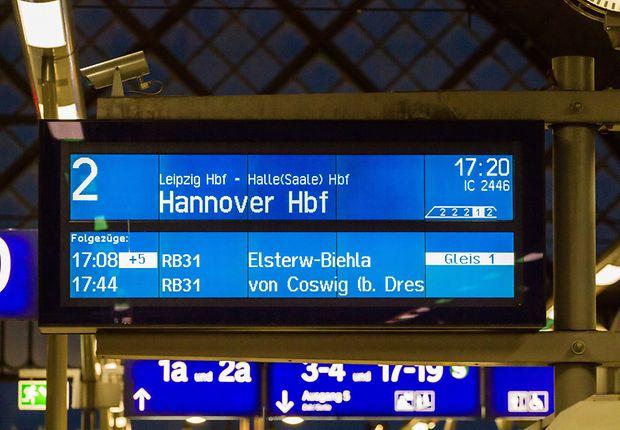 Multizuganzeige Dresden Hbf