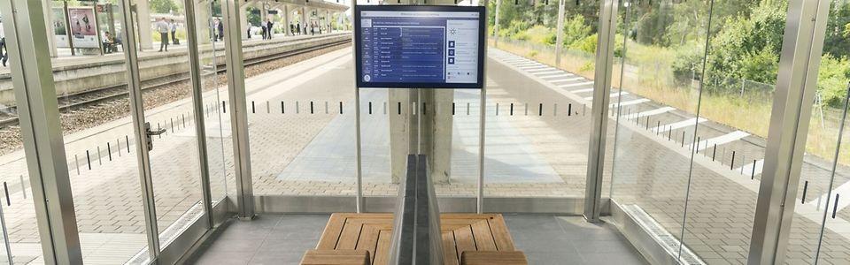 Glasavillon am Bahnhof