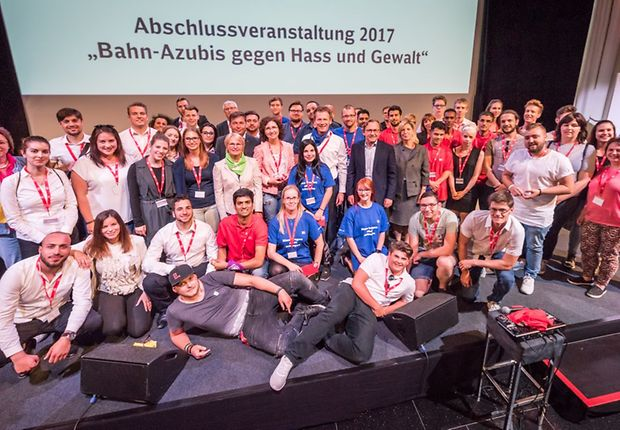 """Die Sieger des DB-Wettbewerbs """"Bahn-Azubis gegen Hass und Gewalt"""""""