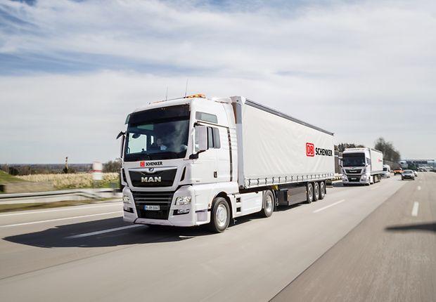 Erste Transporte in vernetzten Lkw: DB Schenker und MAN vereinbaren Platooning-Projekt