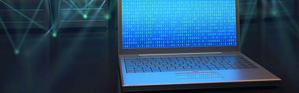 ein Laptop mit Nullen und Einsen