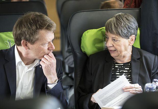 DB-Vorstandsvorsitzender Richard Lutz im Gespräch mit Bundesumweltministerin Barbara Hendricks