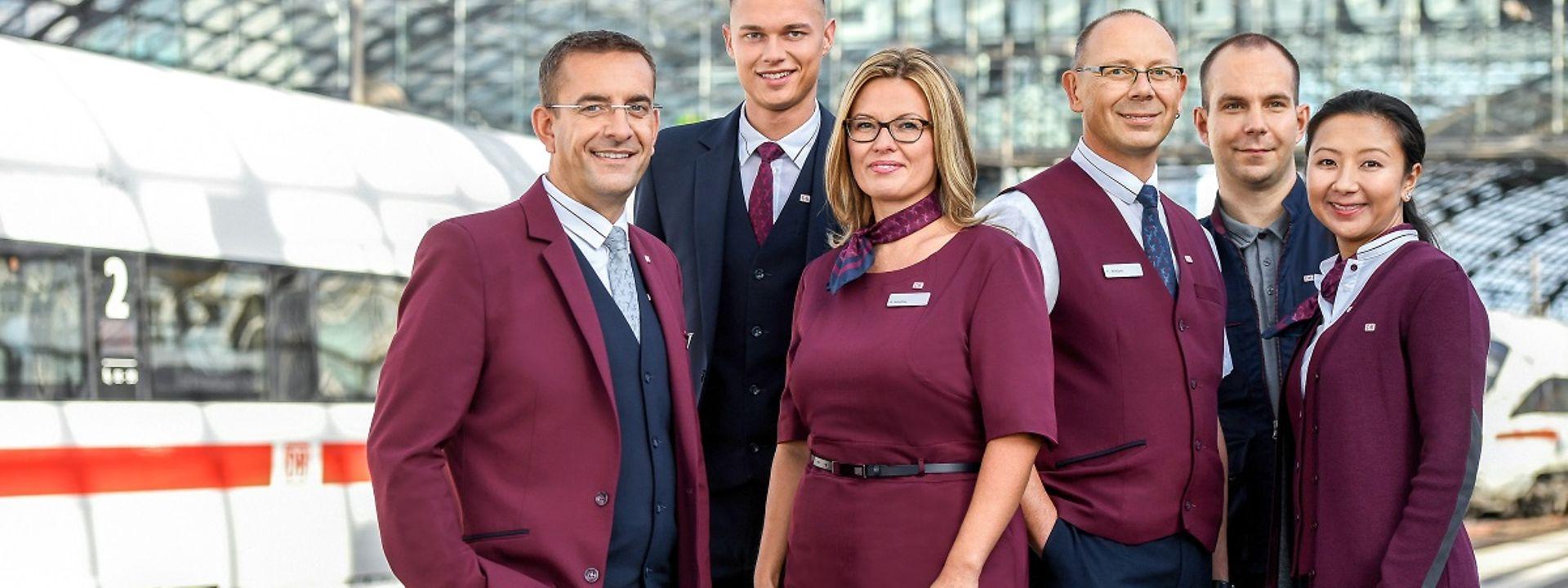DB Mitarbeiter testen die neue Unternehmensbekleidung