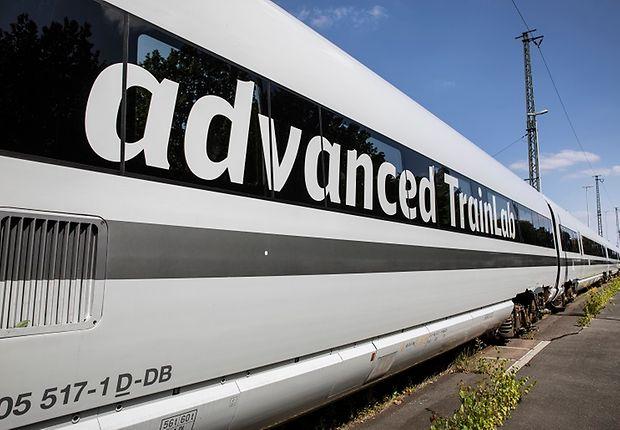 Das advanced TrainLab wurde im Zuge einer Erprobung für Oberflächenbeschichtungen rund um neu lackiert.