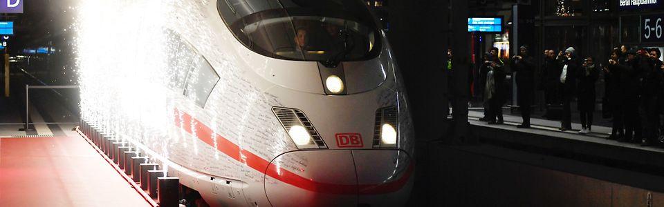 Einfahrt des VIP-Zugs in Berlin Hauptbahnhof