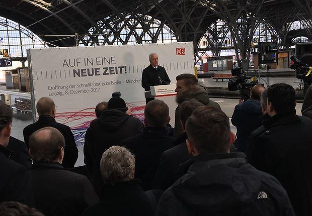 In Leipzig betritt Ministerpräsident Stanislaw Tillich die Bühne