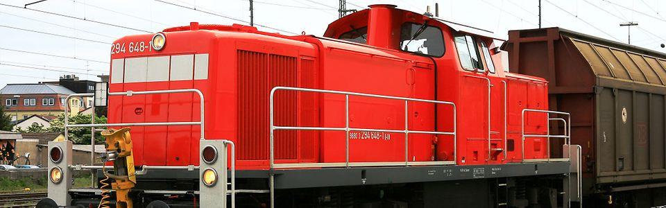 Diesellok Baureihe 294 mit Schiebewandwagen