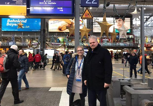 Birgit Lange und Frank Bauer sind zwei von 20 DB-Mitarbeitern, die eine Mitfahrt im Eröffnungszug gewonnen haben