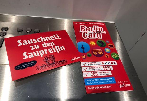 Werbung für die Strecke - auf Bayrisch und auf Berlinerisch